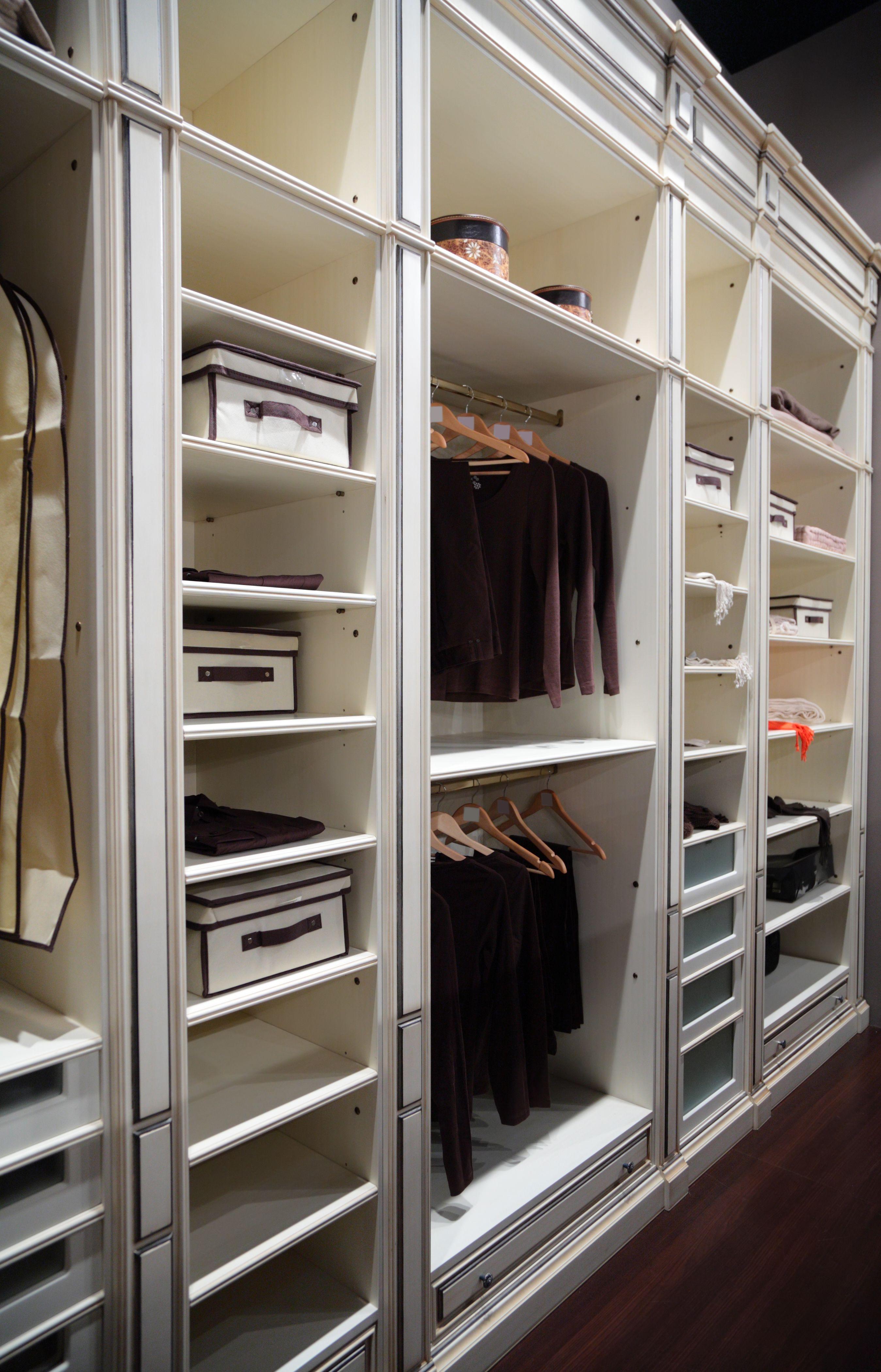 Гардеробные комнаты на заказ. натуральный массив (москва).