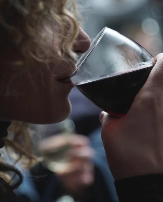 Πόσες θερμίδες έχουν αναλυτικά τα αλκοολούχα ποτά!  caac59107c8