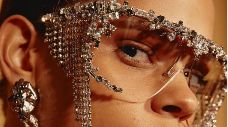 a78c5a8f5a Givenchy  Kυκλοφόρησε τα πιο statement γυαλιά ηλίου