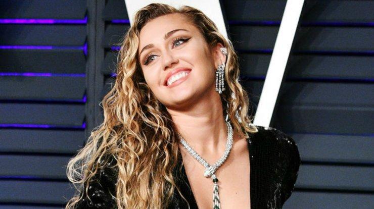 dcc44e20938 Miley Cyrus: Η διατροφή και η γυμναστική που ακολουθεί για το ...